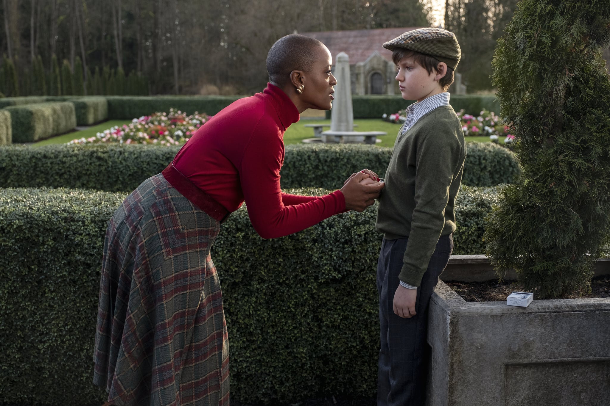 THE HAUNTING OF BLY MANOR (L to R) T'NIA MILLER as HANNAH and BENJAMIN EVAN AINSWORTH as MILES in THE HAUNTING OF BLY MANOR Cr. EIKE SCHROTER/NETFLIX  2020