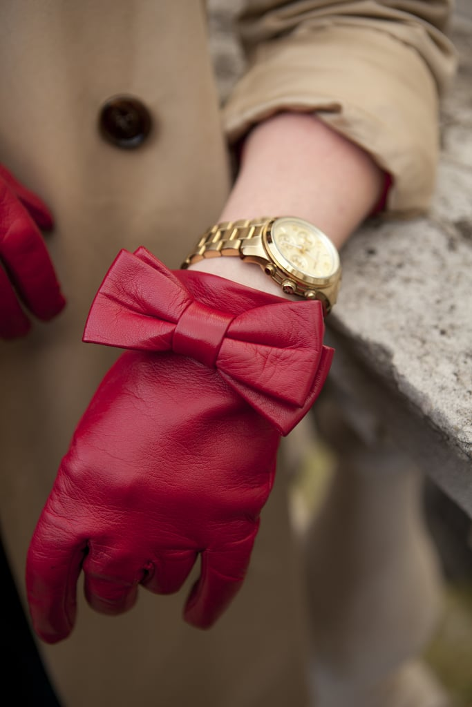A closer look at the adorable red leather bow gloves.
