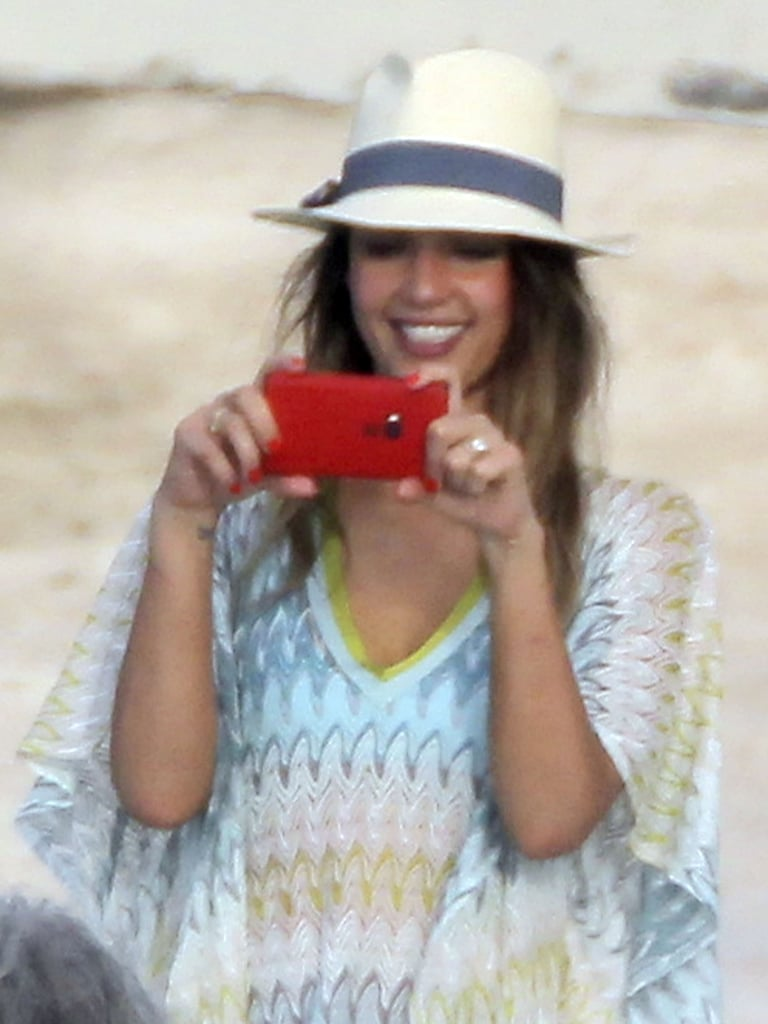 Jessica Alba played photographer with her friends.
