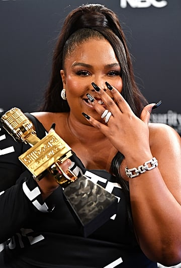Lizzo's Vote Nail Art at the 2020 Billboard Music Awards