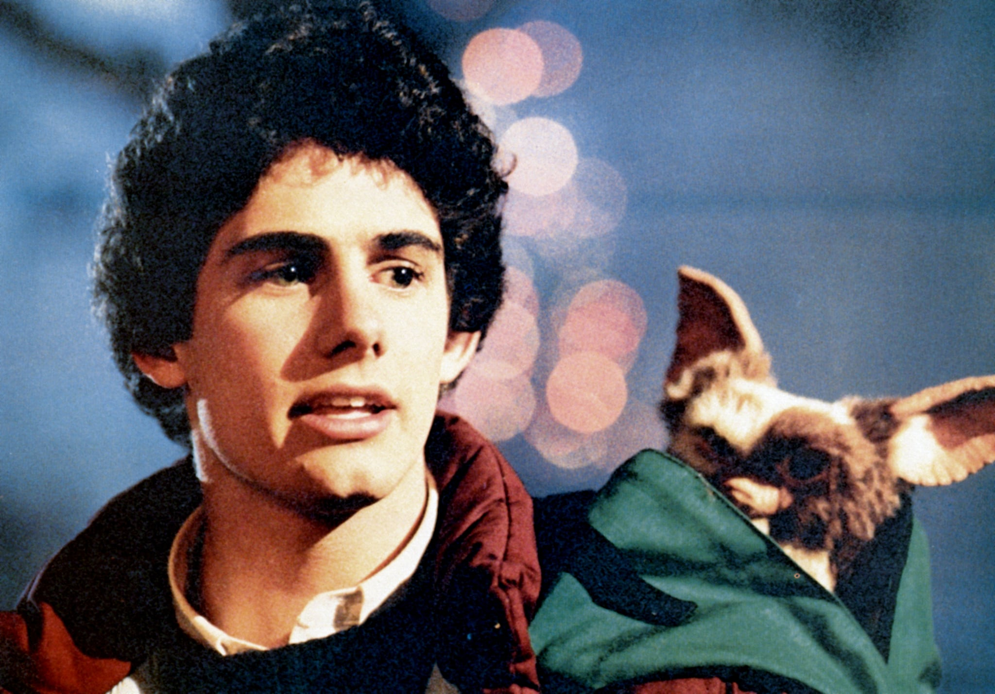 GREMLINS, Zach Galligan, Gizmo, 1984, (c)Warner Bros./courtesy Everett Collection