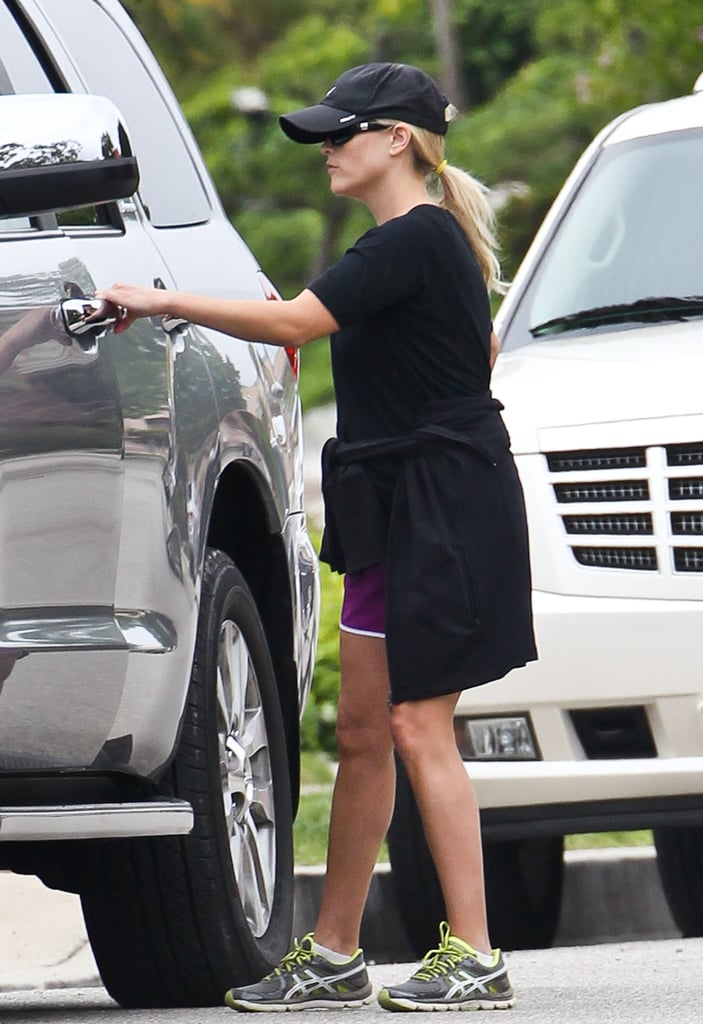 Reese Witherspoon dressed her baby bump in black.