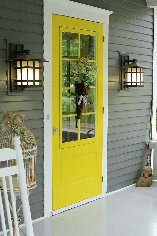 Welcoming Foyer Paint Color : Nothing is more welcoming to guests than a cheerful