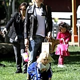 Gwen Stefani hung out in the grass with Zuma.