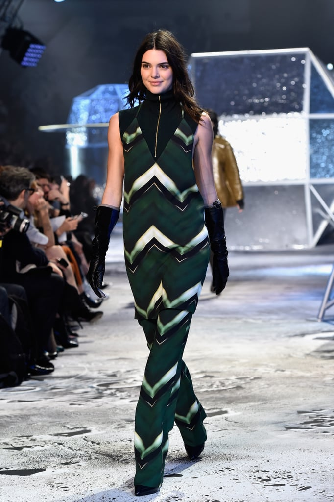 Kendall Put On a Smile and Slipped Into a Graphic-Print '70s-Inspired Look at H&M