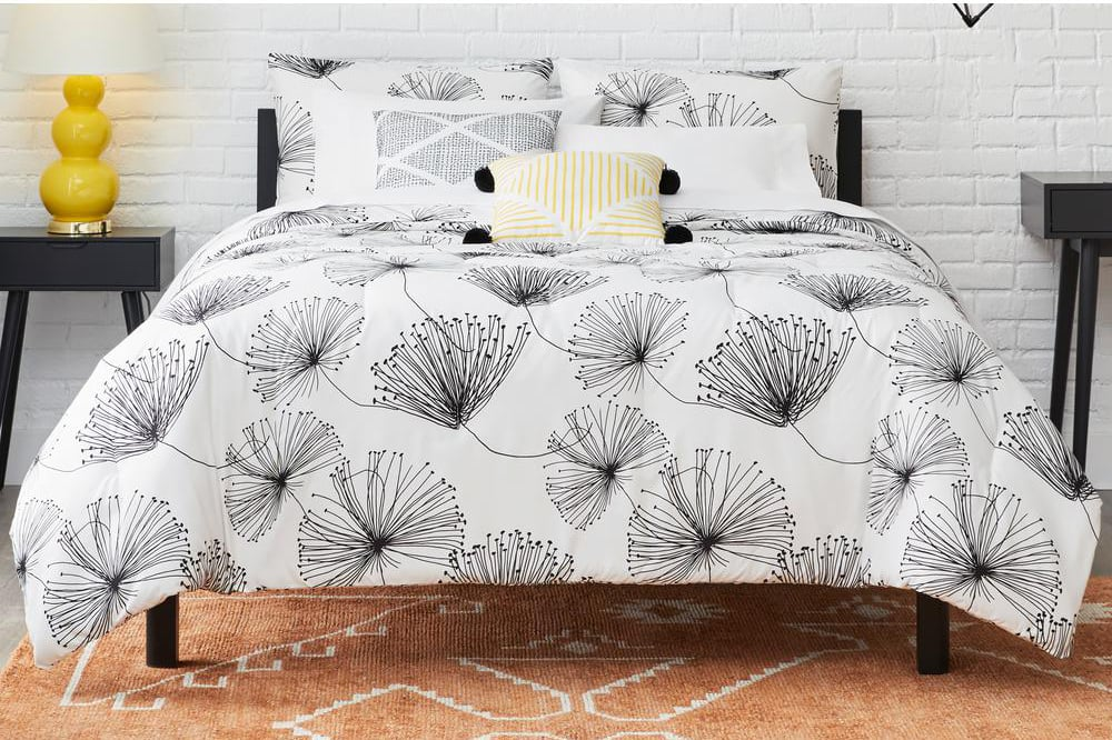 StyleWell Sweeney White and Black Floral Comforter Set