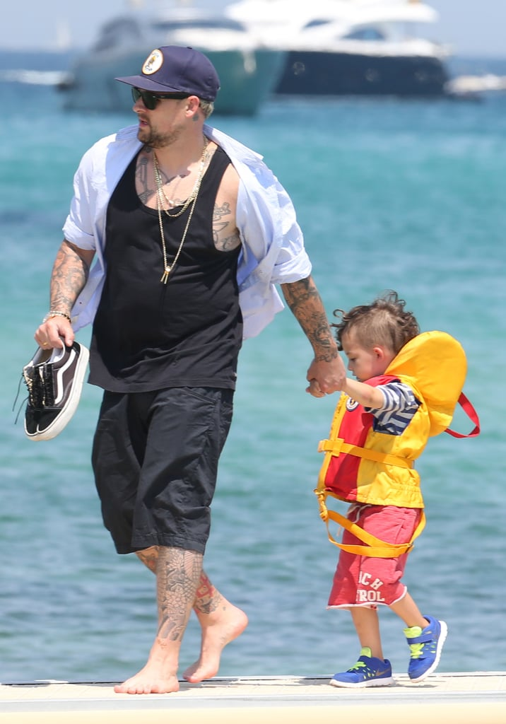 Joel Madden walked with his son, Sparrow.
