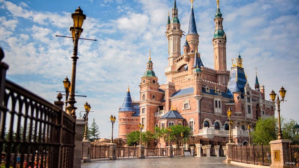 Shanghai Disneyland Enchanted Storybook Castle Zoom ...