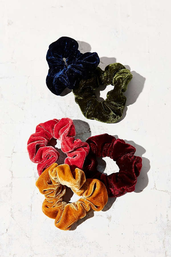 The Pouf scrunchie by Hothair is one of the Best Sellers, it comes in many shades as shown in the drop down above. This hairpiece is a scrunchie that twists over your current hair knot. A soft cushion of curls, the ultimate scrunchy that can be worn at the nape of the neck for length and high on the crown for added volume, popular wedding piece.