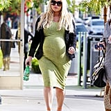 Pregnant Jessica Simpson hung out in LA.