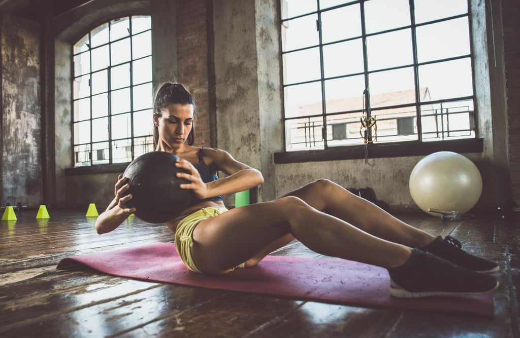 A Trainer's 5-Move Strengthening Ab Workout