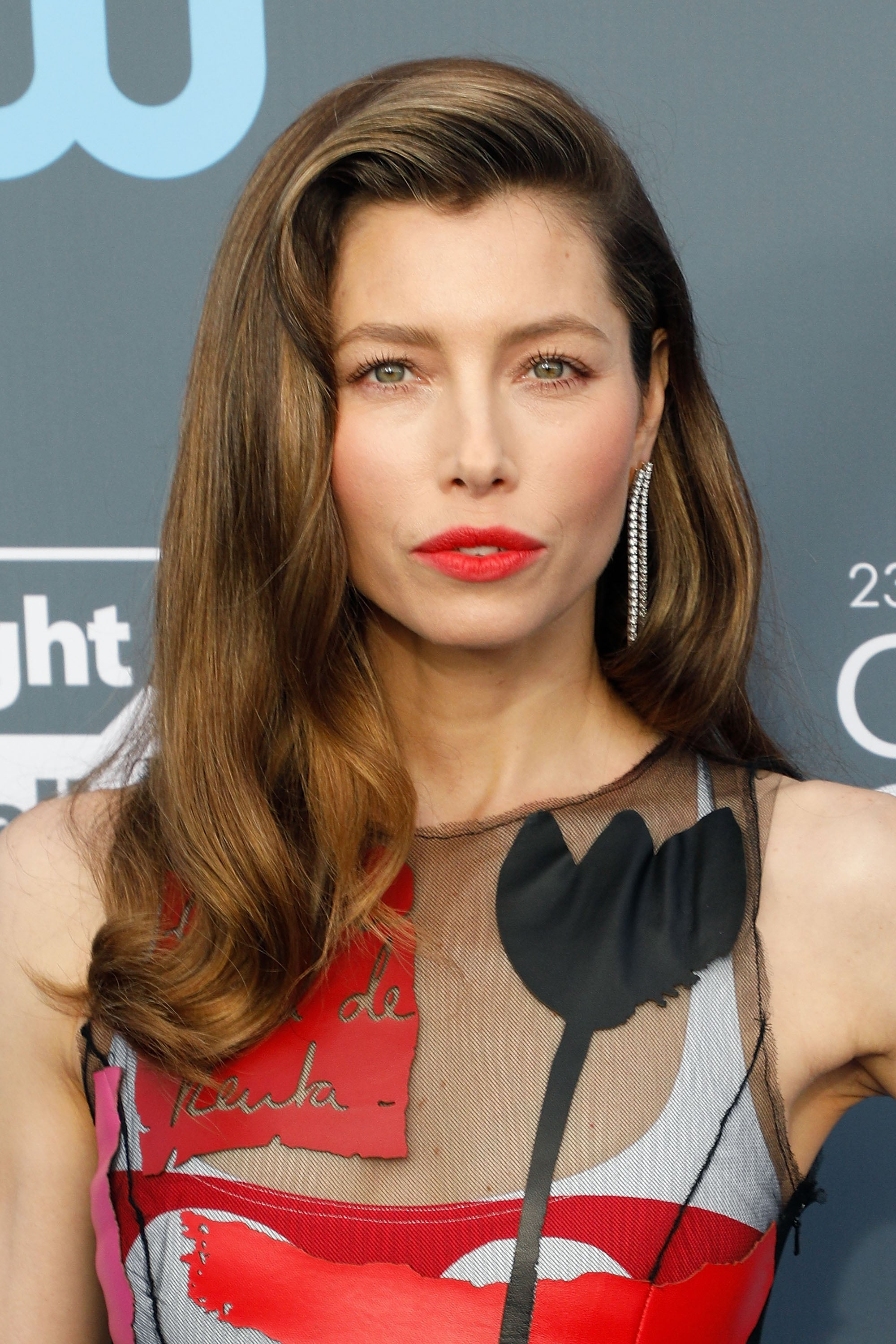 Jessica Biel Used A Trendy Hair Color To Lighten Her Gray Roots On Zig