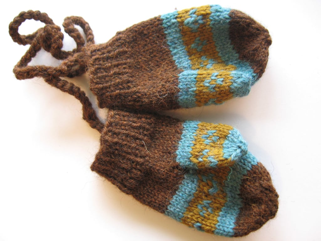 Toddler Mittens With Sleeve String