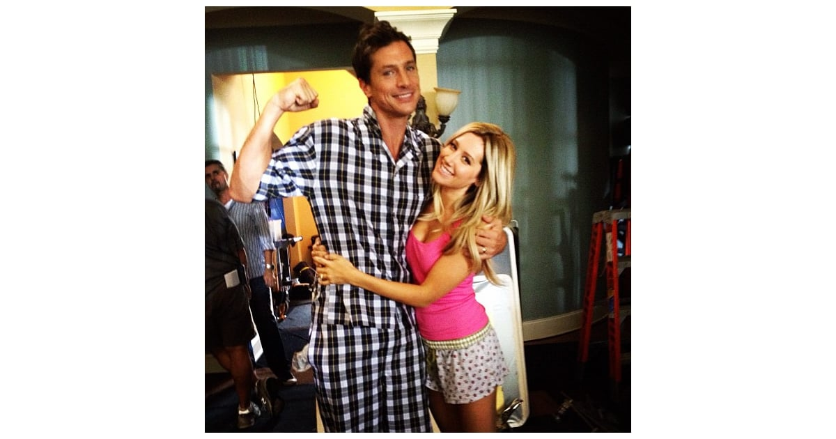 Ashley Tisdale And Simon Rex Shot Scenes For Scary Movie 5 Cute Candids Celebrities Shared This Week Popsugar Celebrity Photo 11