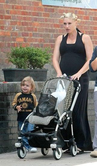 Gwen and Kingston Take a Stroll in London