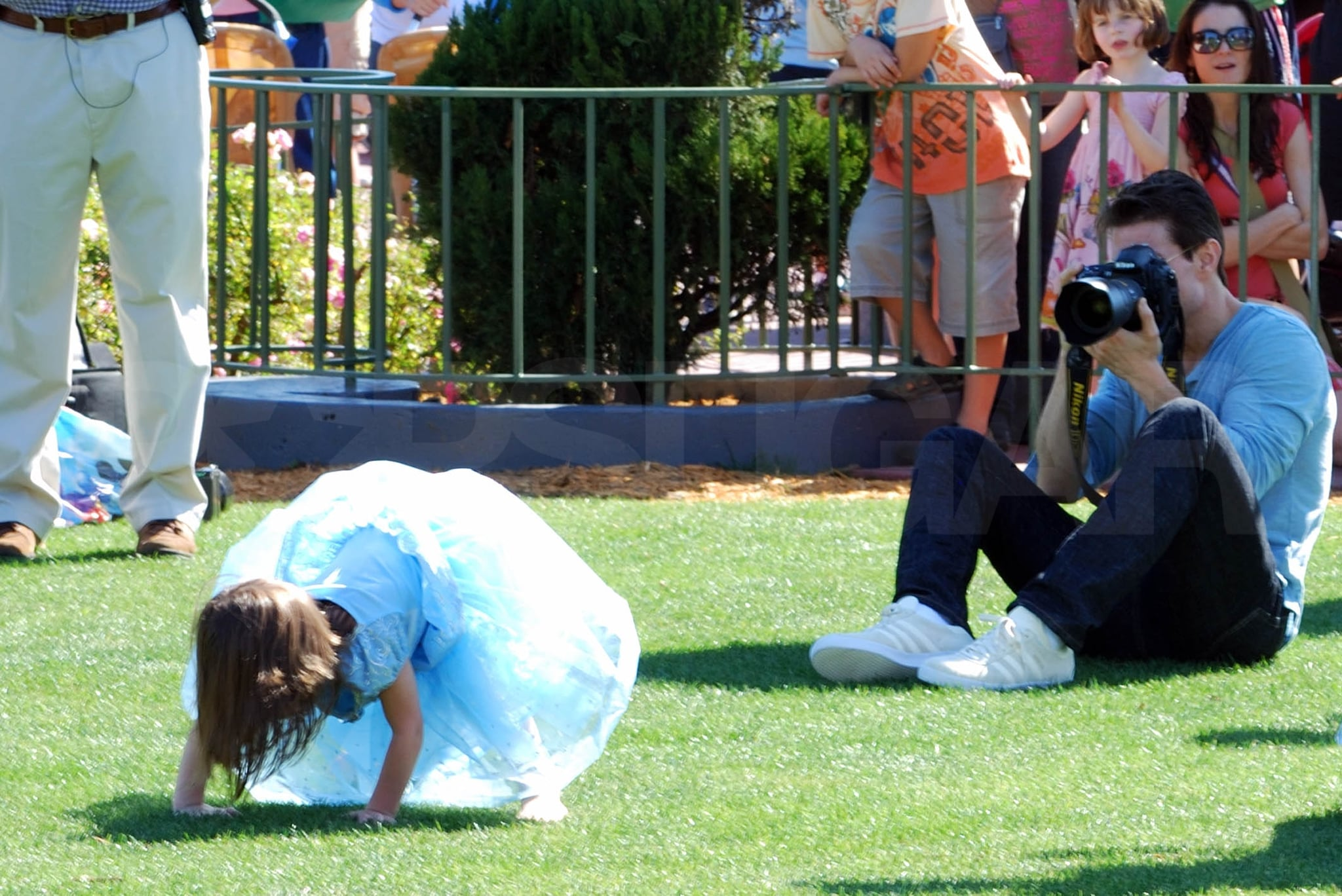 Photos of Suri Cruise Dressed as Cinderella With Tom ...