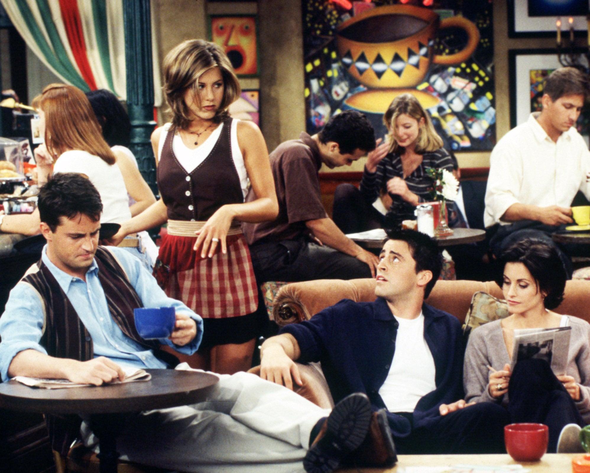 FRIENDS, Matthew Perry, Jennifer Aniston, Matt LeBlanc, Courteney Cox (1996-Season 2), 1994-2004, (c)Warner Bros. Television/courtesy Everett Collection