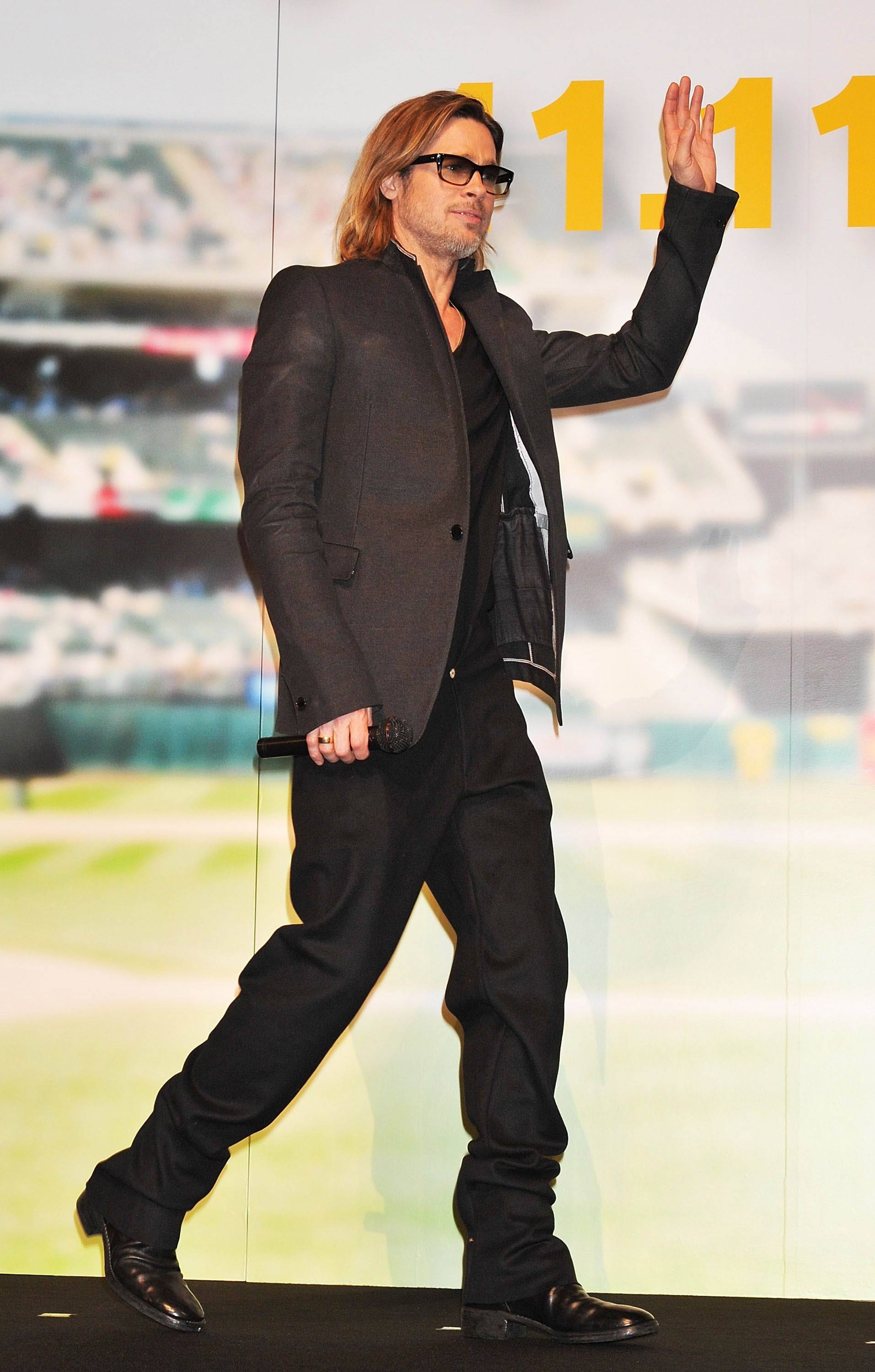 Brad Pitt waved to press and fans at the Tokyo Moneyball premiere.