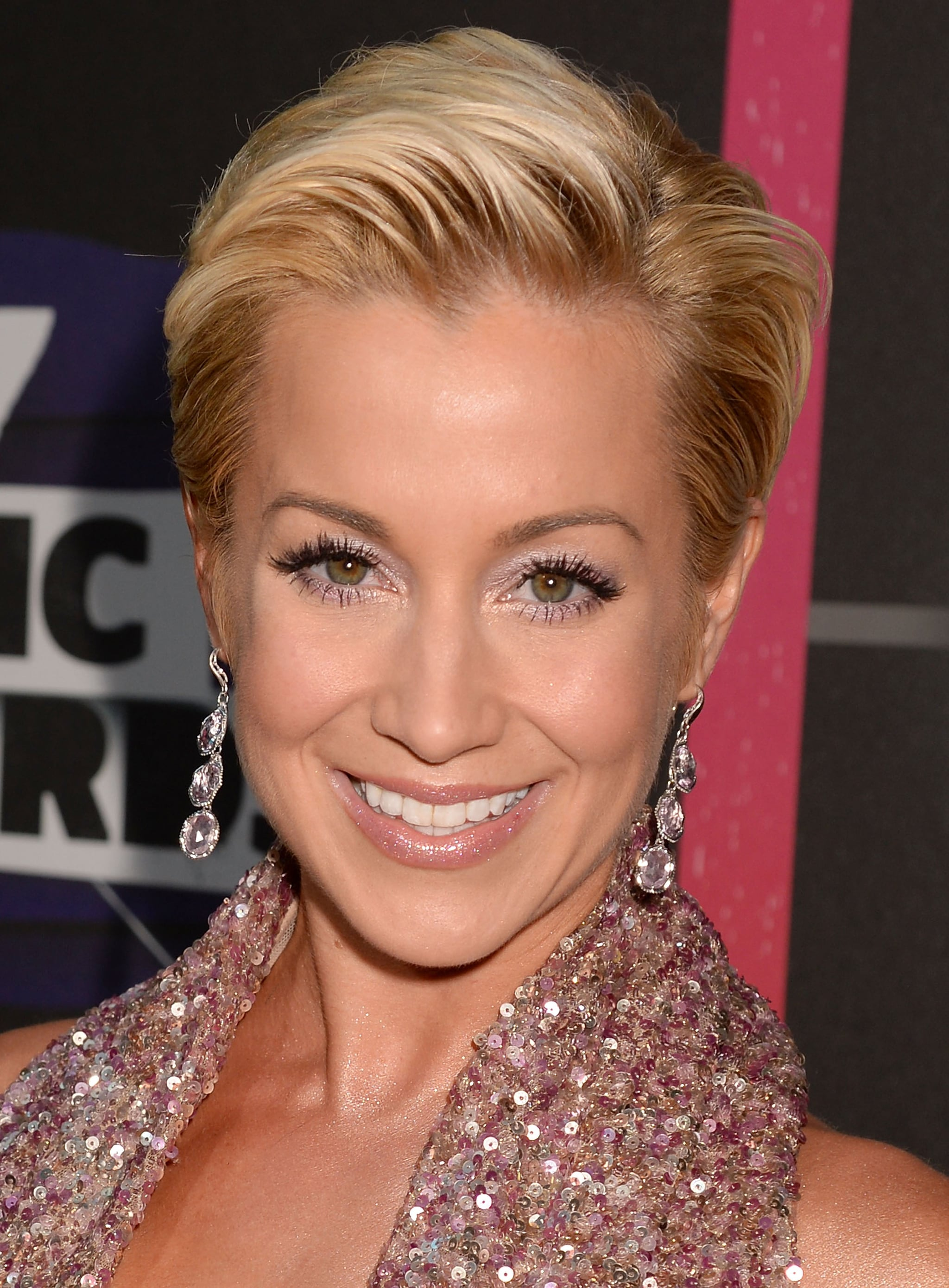 Tremendous Kellie Pickler Matched Her Glimmering Gown With A Pastel Pink Eye Short Hairstyles Gunalazisus