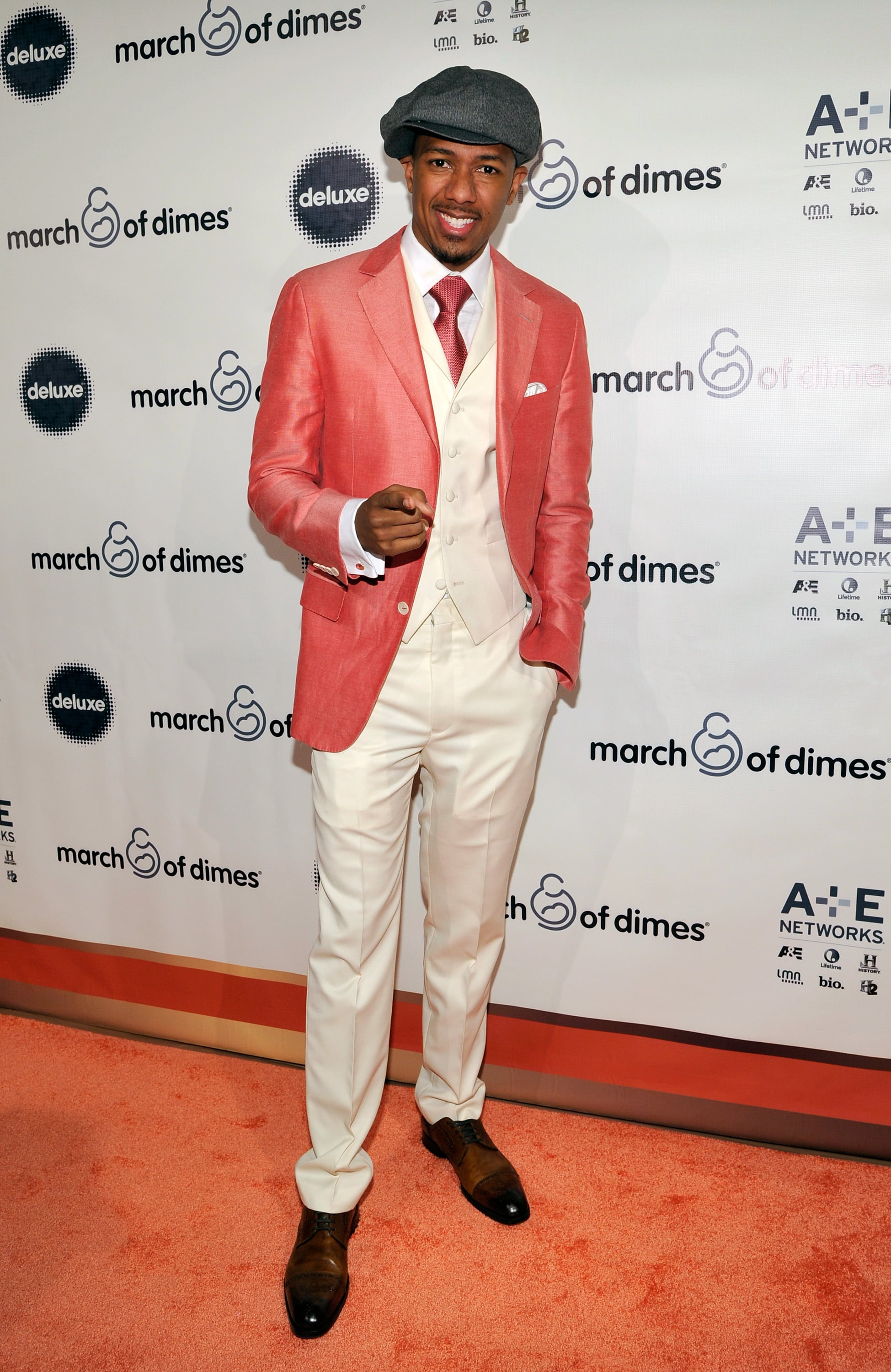 Nick Cannon struck a pose on the red carpet.