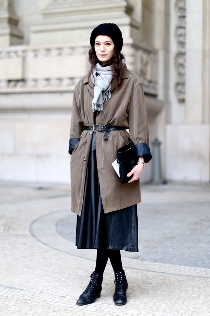 Understated and a little vintage-feeling in a midi-skirt and lace-up boots.