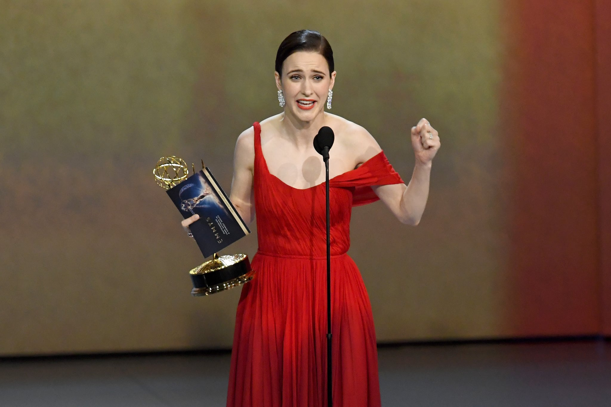 LOS ANGELES, CA - SEPTEMBER 17:  Rachel Brosnahan accepts the Outstanding Lead Actress in a Comedy Series award for 'The Marvelous Mrs. Maisel' onstage during the 70th Emmy Awards at Microsoft Theater on September 17, 2018 in Los Angeles, California.  (Photo by Kevin Winter/Getty Images)