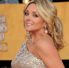Jane Krakowski Says Baby Bumps Are Trendy