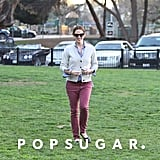 Jennifer Garner wore maroon pants for a stop by an LA park with Violet Affleck.