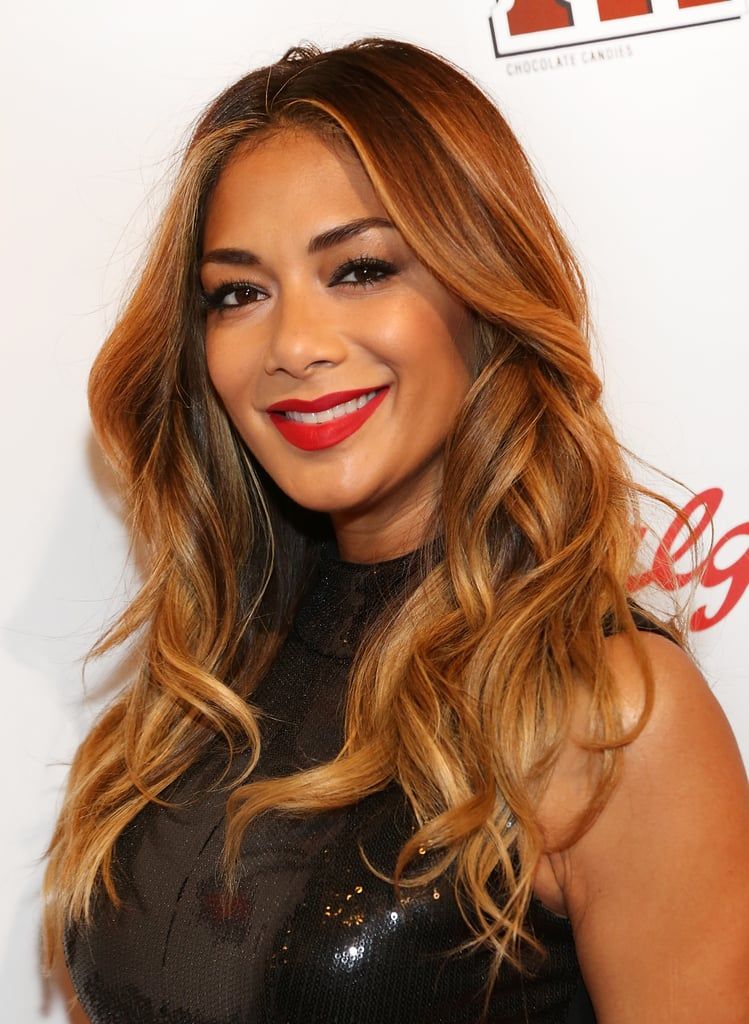 warm golden waves and a classic centre parting gave nicole a glam