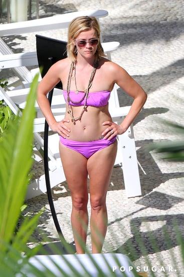 Reese-showed-off-her-figure-bikini