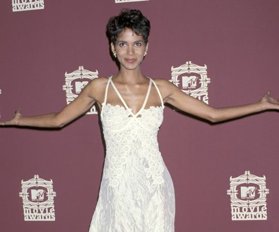 Halle Berry showed off her hot dress on the 1996 MTV Movie Awards red carpet.