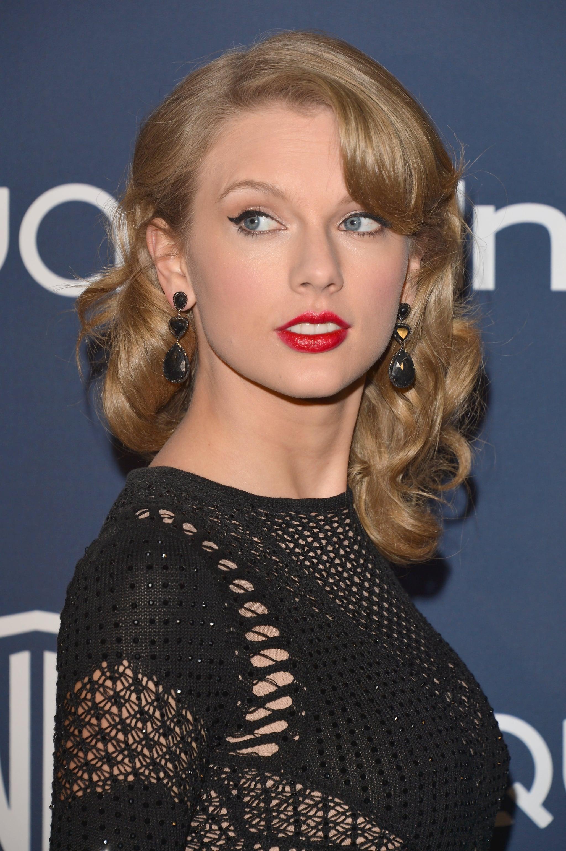 5 Secrets to Wearing Red Lipstick Like a Superstar | POPSUGAR ...