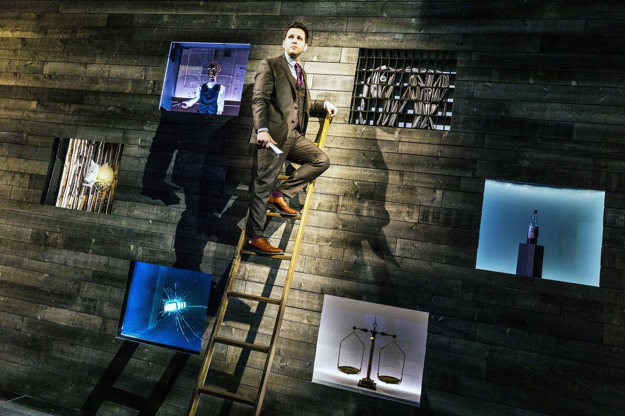 DEREK DELGAUDIO'S IN & OF ITSELF, (aka IN & OF ITSELF), storyteller and conceptual magician Derek DelGaudio, 2020. ph: Matthew Murphy /  Hulu / Courtesy Everett Collection