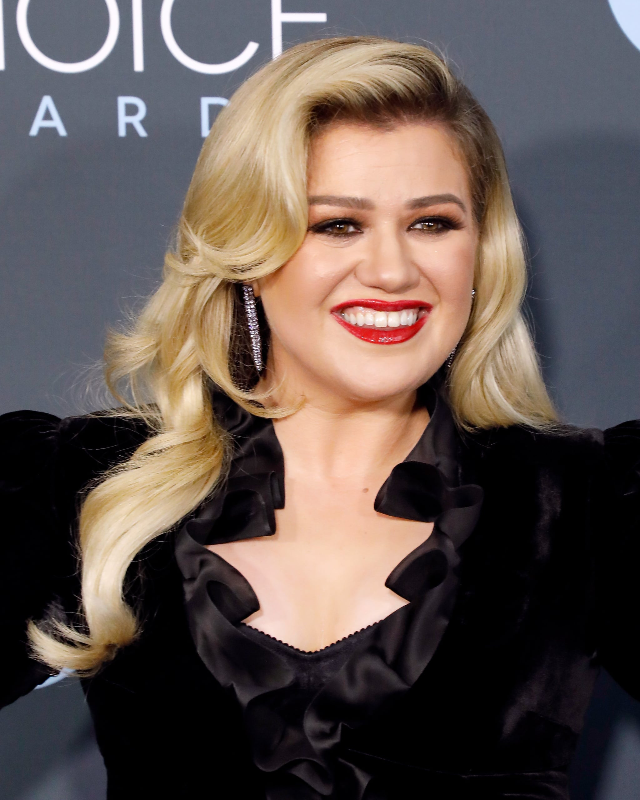 SANTA MONICA, CALIFORNIA - JANUARY 12: Kelly Clarkson attends the 25th Annual Critics' Choice Awards at Barker Hangar on January 12, 2020 in Santa Monica, California. (Photo by Taylor Hill/Getty Images)
