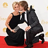 Felicity Huffman and William H. Macy Shared a Crouching Kiss at the Emmys