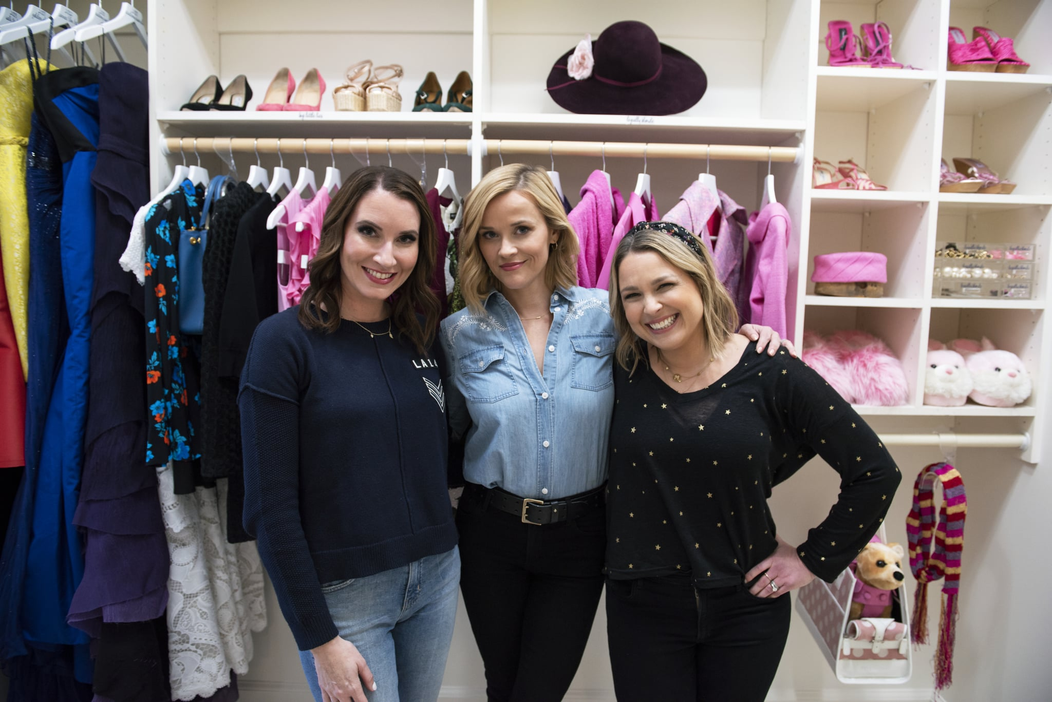 GET Organised WITH THE HOME EDIT (L to R) CLEA SHEARER, REESE WITHERSPOON, and JOANNA TEPLIN in episode 101 of GET Organised WITH THE HOME EDIT Cr. JOHN SHEARER/NETFLIX  2020
