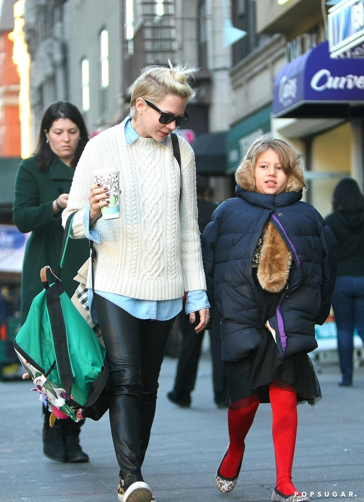 Michelle Williams walked around NYC with her daughter ...