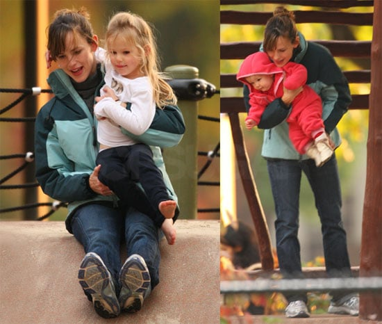 Photos of Jennifer Garner and The Girls at the Park 2009-10-21 19:58:57