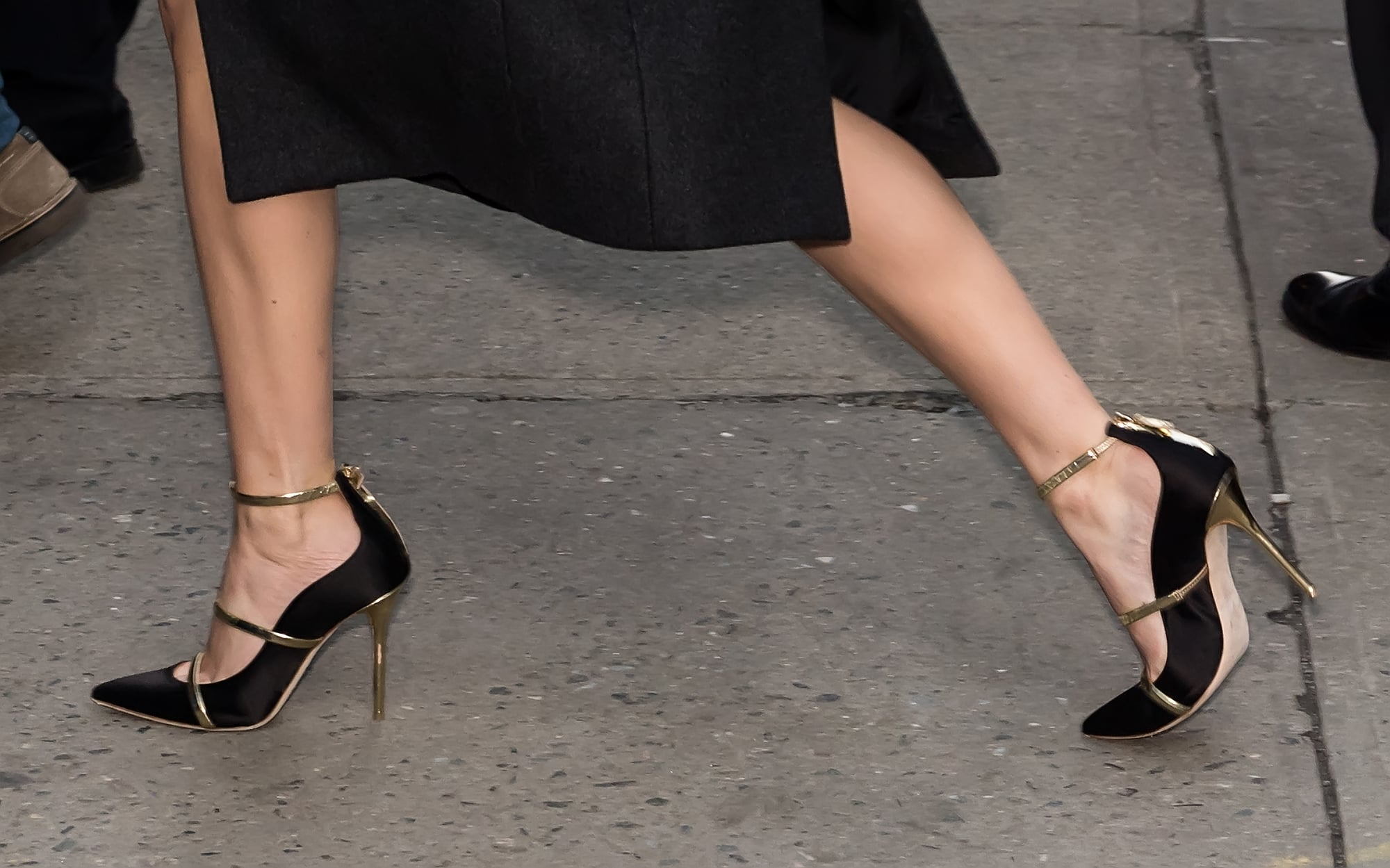 26+ Jennifer Lawrence High Heels Wallpapers