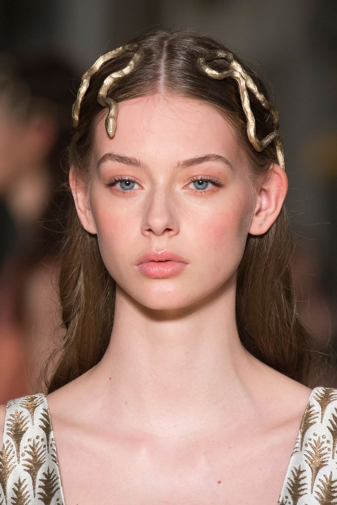 Hair and makeup at haute couture fashion week spring 2016 for Haute hairie