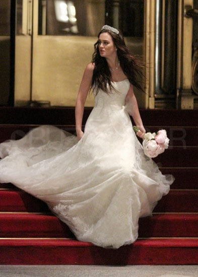 Leighton meester as blair waldorf on the set of gossip for Wedding dress blair waldorf