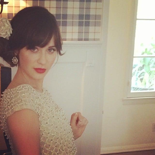 Zooey Deschanel gave a sweet look in her preshow selfie. Source: Instagram user hellogiggles