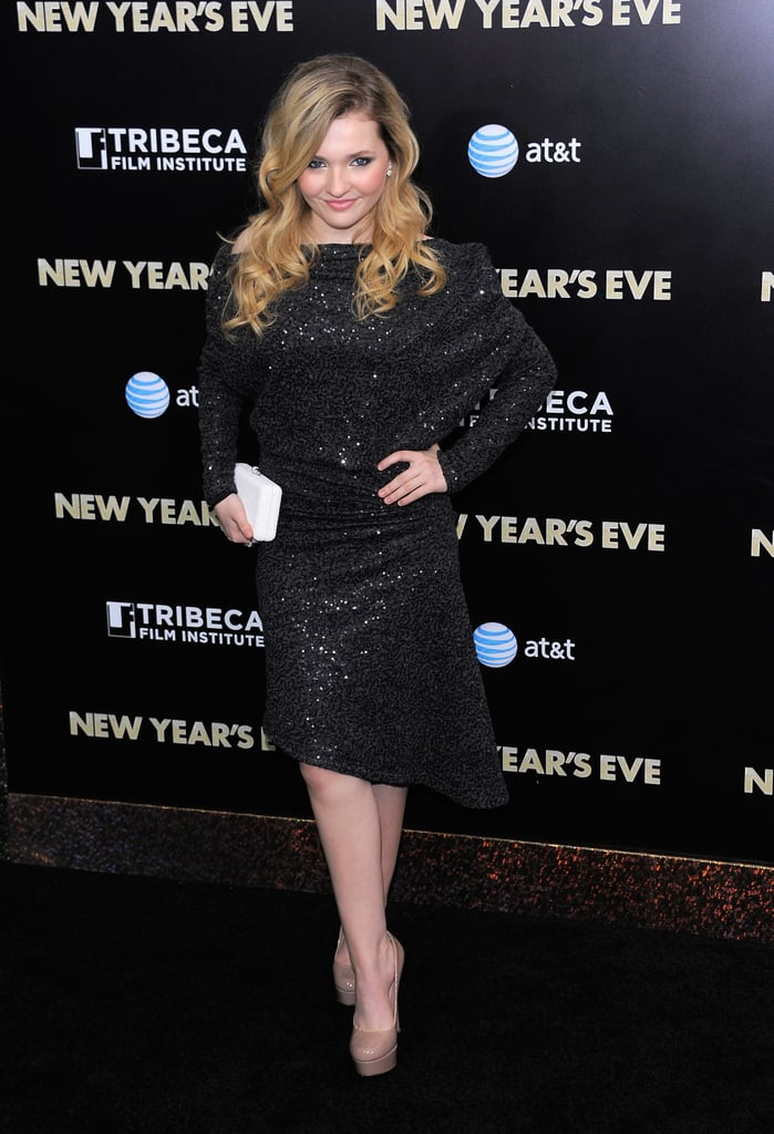 Abigail Breslin wore a chic black dress.