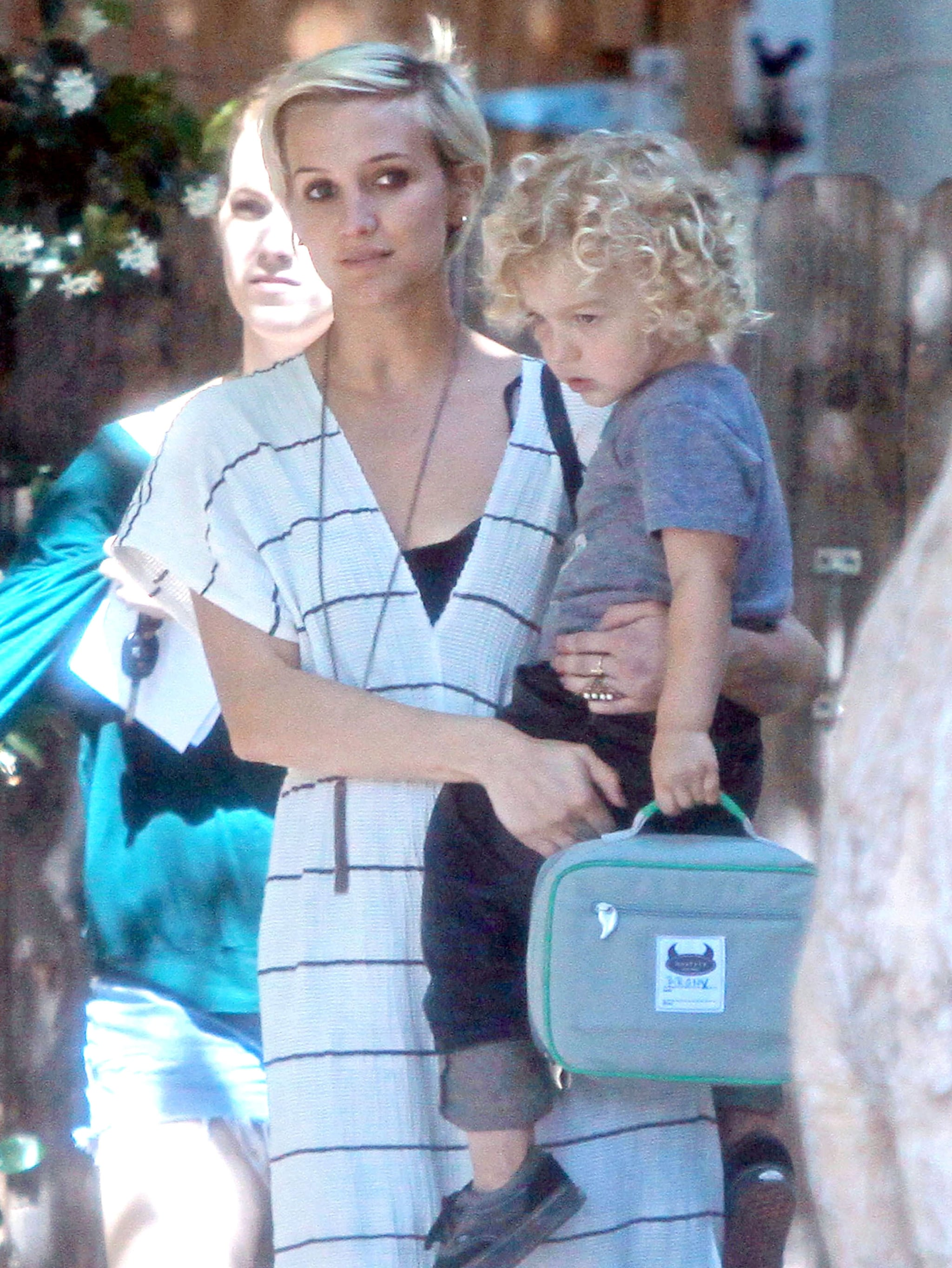 Ashlee Simpson With Short Hair Ashlee Simpson Carries Bronx Wentz Home From A Long Day At Preschool Popsugar Celebrity Photo 5