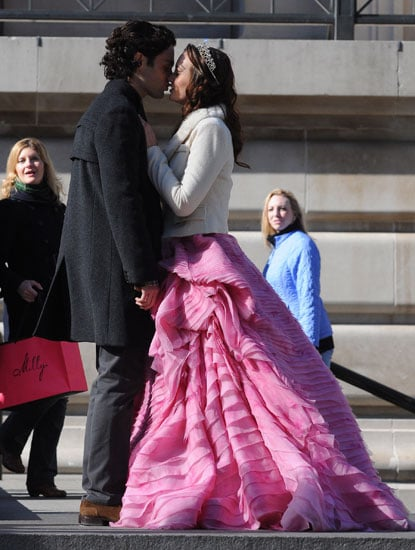 OMG: See Dan and Blair Kissing on Gossip Girl!