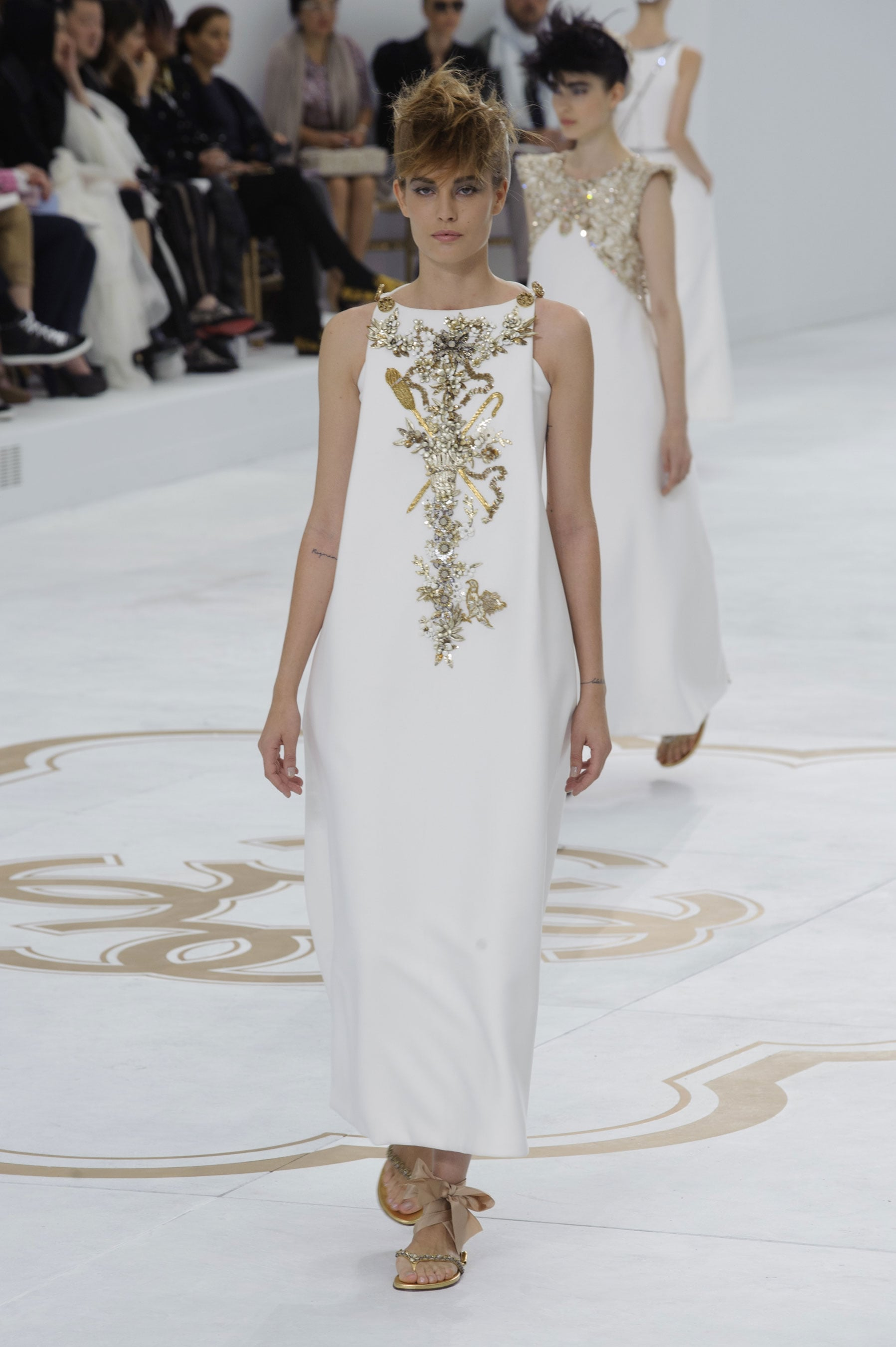 Chanel haute couture fall 2014 karl lagerfeld had 1 for Women s haute couture clothing