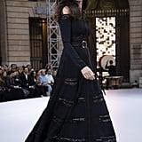 Andie MacDowell Walks Le Défilé L'Oréal Paris 2019