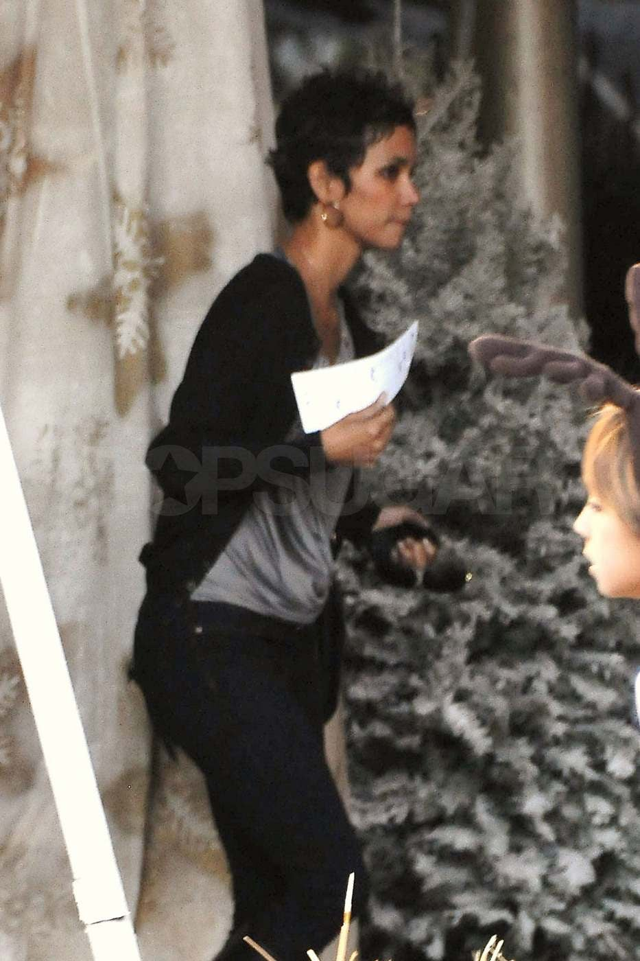 Pictures Halle Berry Buying Christmas