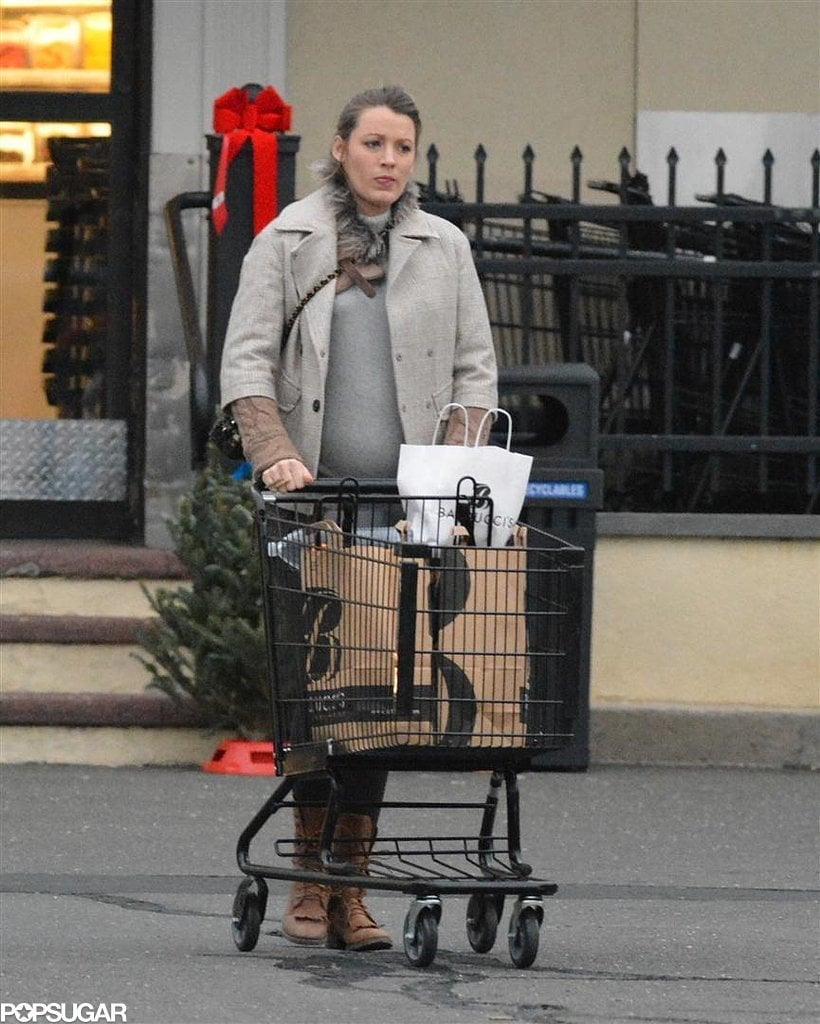 Pregnant Blake Lively Buys Christmas