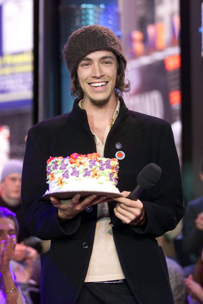 Incubus S Brandon Boyd Held Up A Birthday Cake On Trl In
